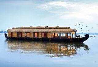 Deluxe Houseboat, Kerala Backwaters